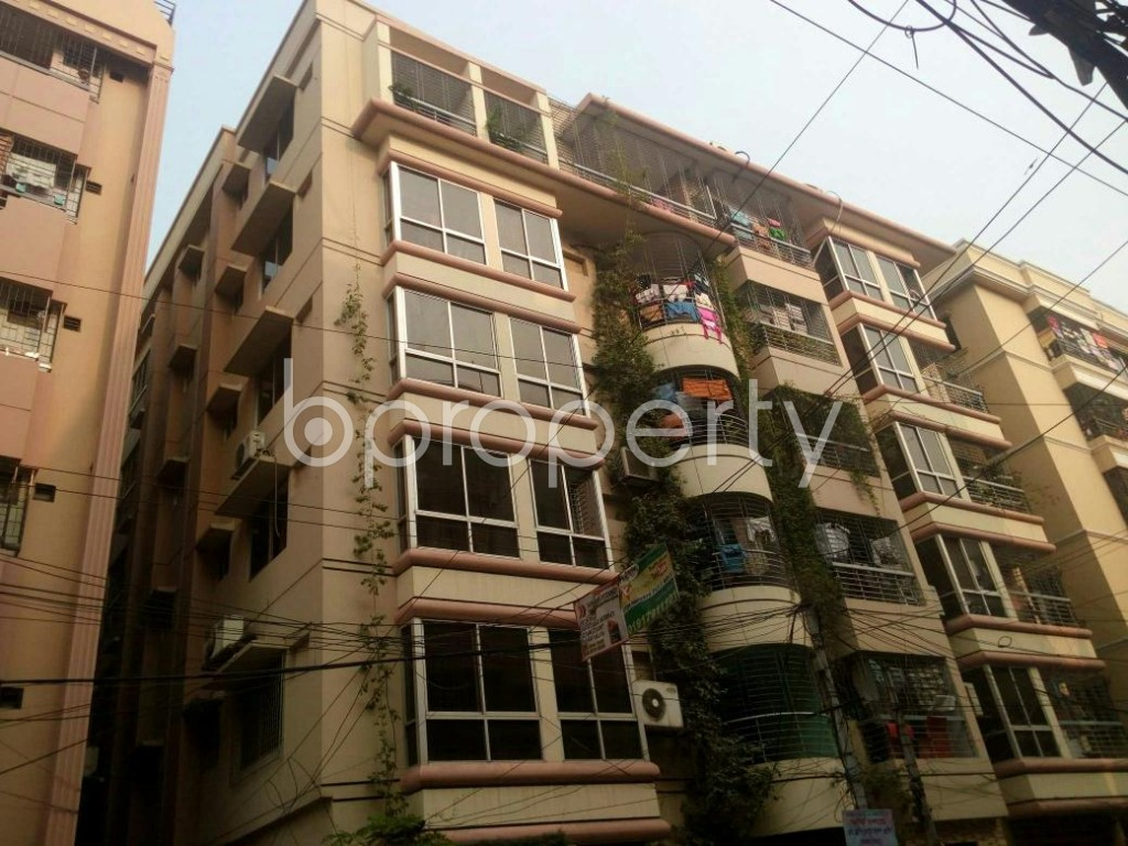 Comfortable And Well Designed Flat Of 1670 Sq Ft In