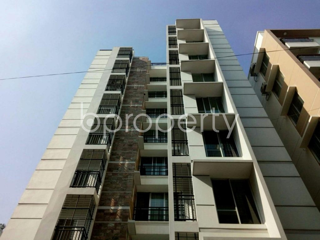 Front view - 3 Bed Apartment to Rent in Bashundhara R-A, Dhaka - 1838896