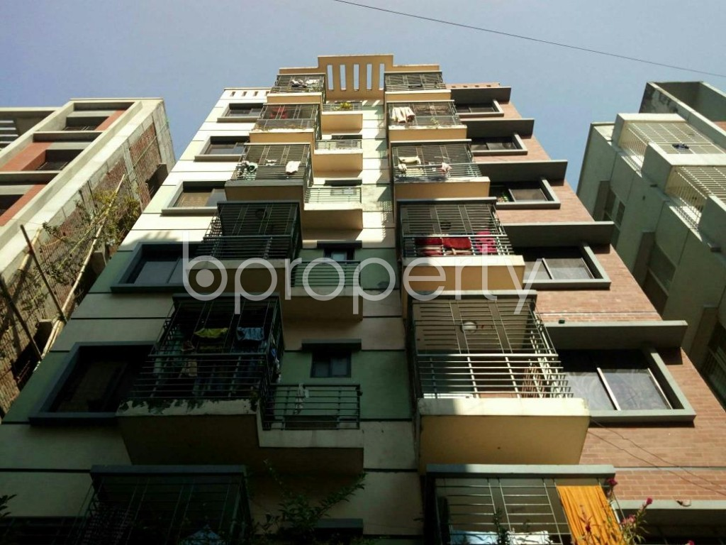 Front view - 3 Bed Apartment to Rent in Bashundhara R-A, Dhaka - 1838897