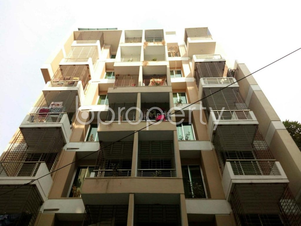Front view - 3 Bed Apartment to Rent in Bashundhara R-A, Dhaka - 1838913
