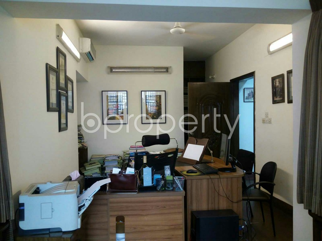 Empty Room - 4 Bed Duplex for Sale in Dhanmondi, Dhaka - 1853161
