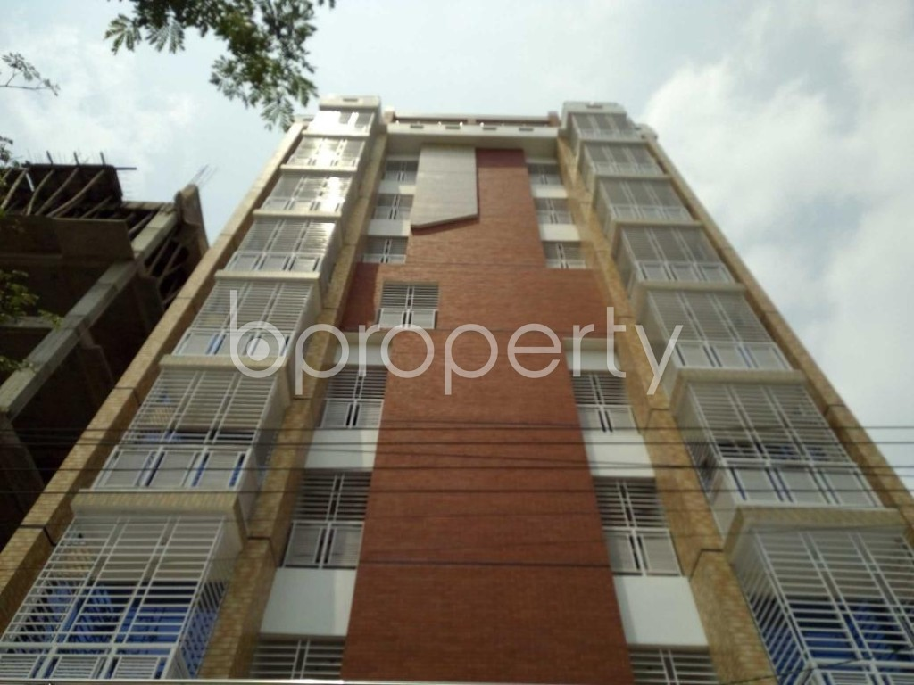 Front view - 3 Bed Apartment to Rent in Bashundhara R-A, Dhaka - 1877245
