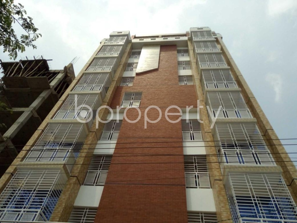 Front view - 3 Bed Apartment to Rent in Bashundhara R-A, Dhaka - 1877250