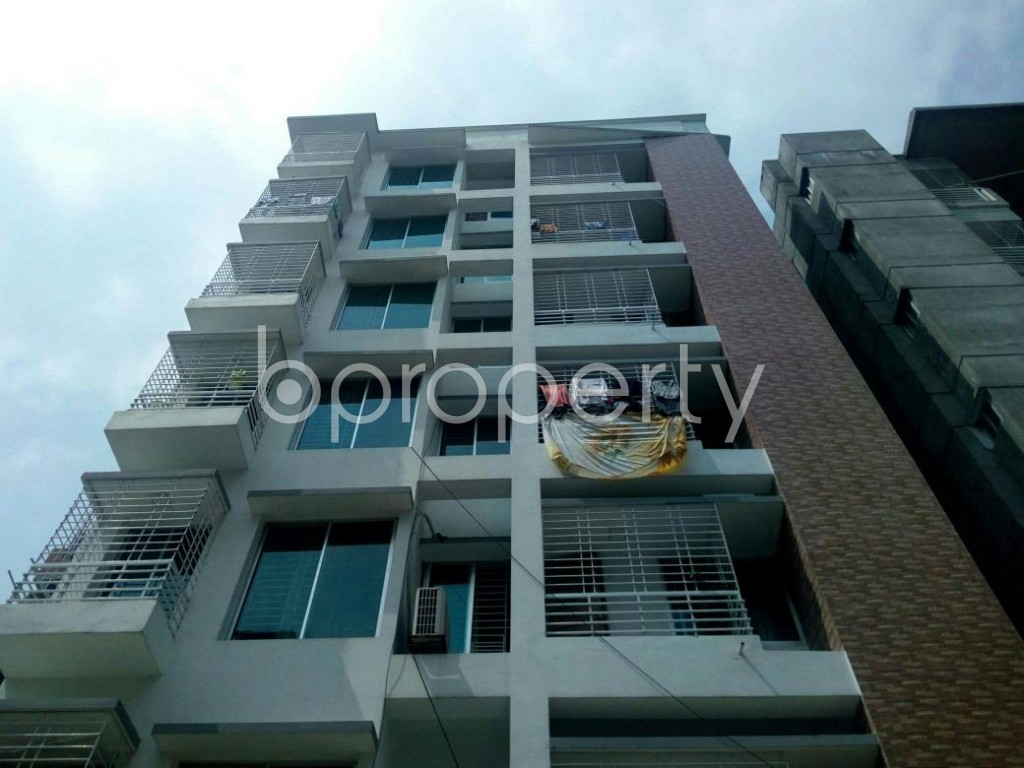 Front view - 3 Bed Apartment to Rent in Bashundhara R-A, Dhaka - 1877092