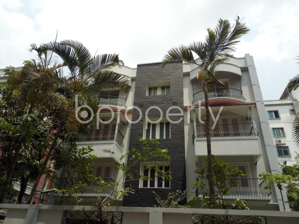Front view - 7 Bed Building for Sale in Bashundhara R-A, Dhaka - 1882402