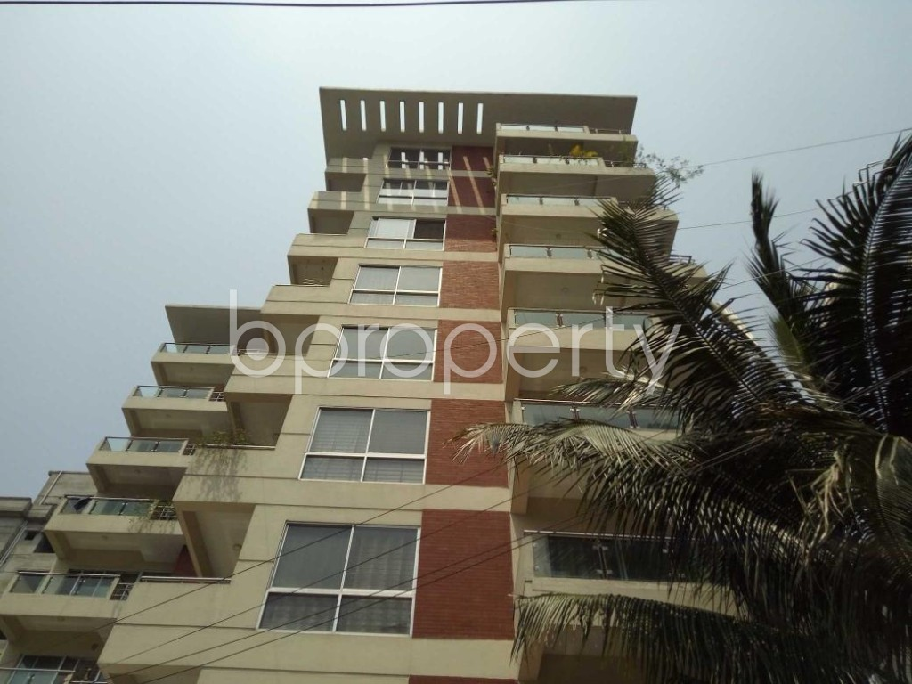 Front view - 3 Bed Apartment to Rent in Bashundhara R-A, Dhaka - 1884513
