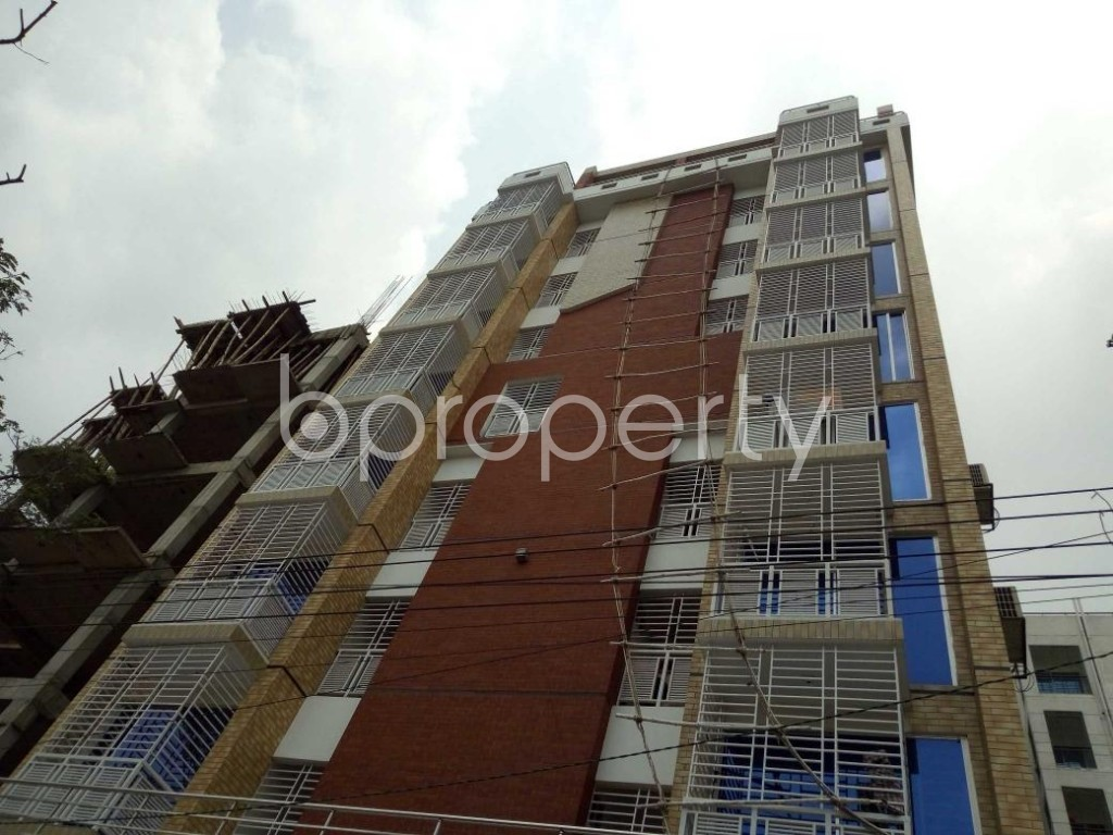 Front view - 3 Bed Apartment to Rent in Bashundhara R-A, Dhaka - 1885107