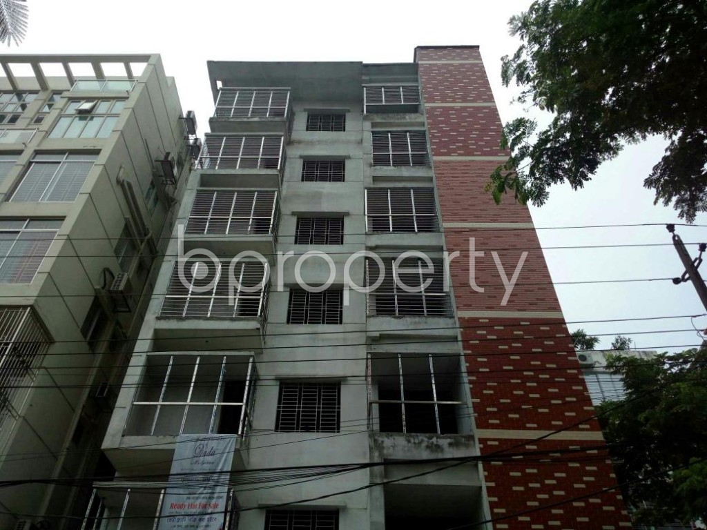Front view - 3 Bed Apartment for Sale in Bashundhara R-A, Dhaka - 1889546