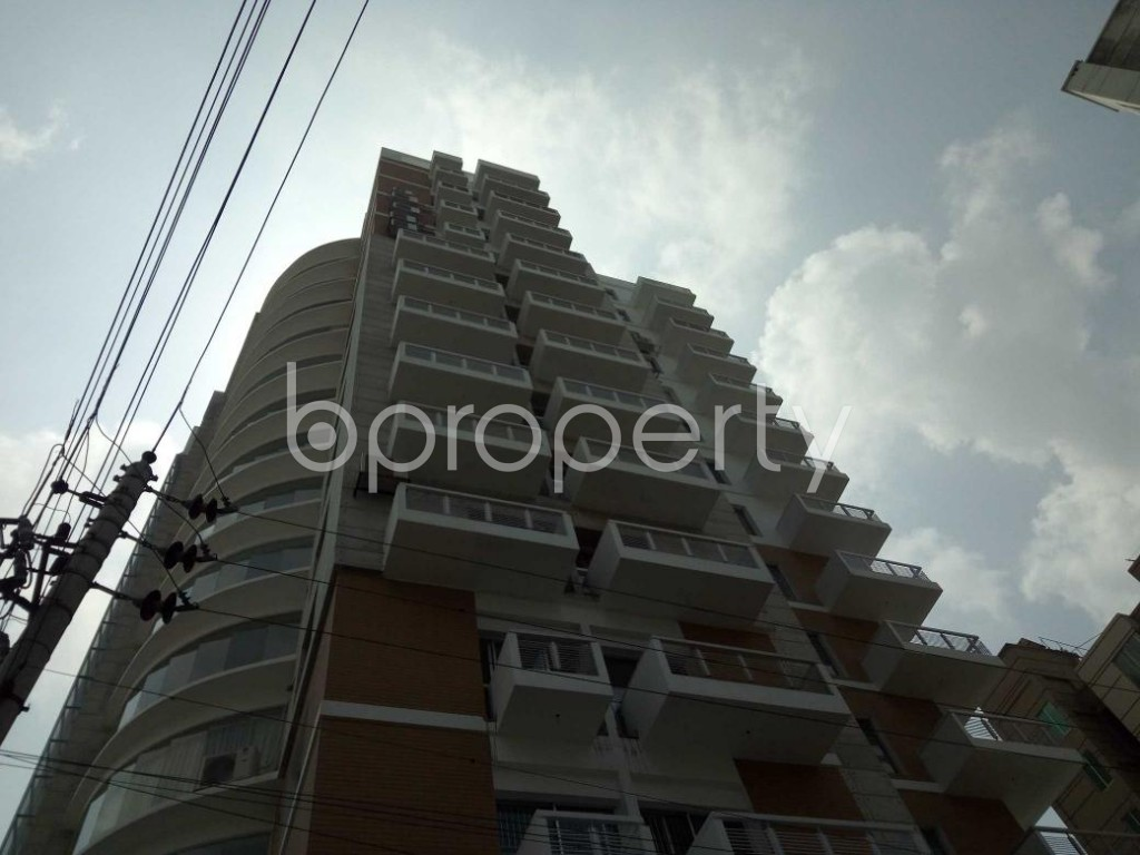 Front view - 4 Bed Apartment for Sale in Bashundhara R-A, Dhaka - 1893122