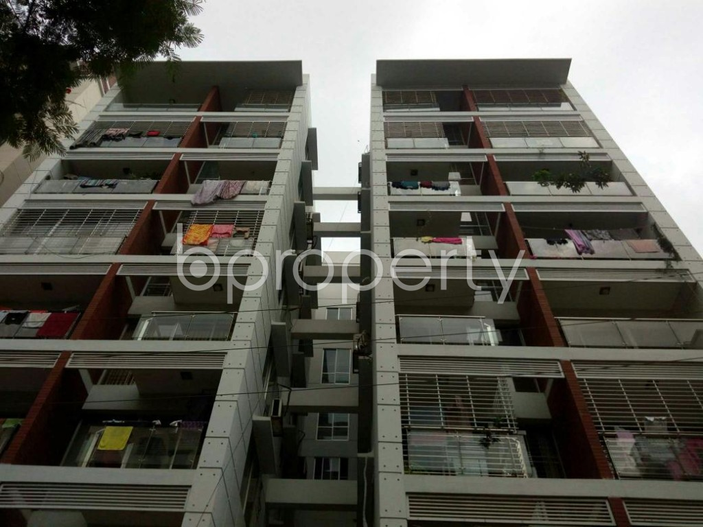 Front view - 3 Bed Apartment to Rent in Bashundhara R-A, Dhaka - 1895302