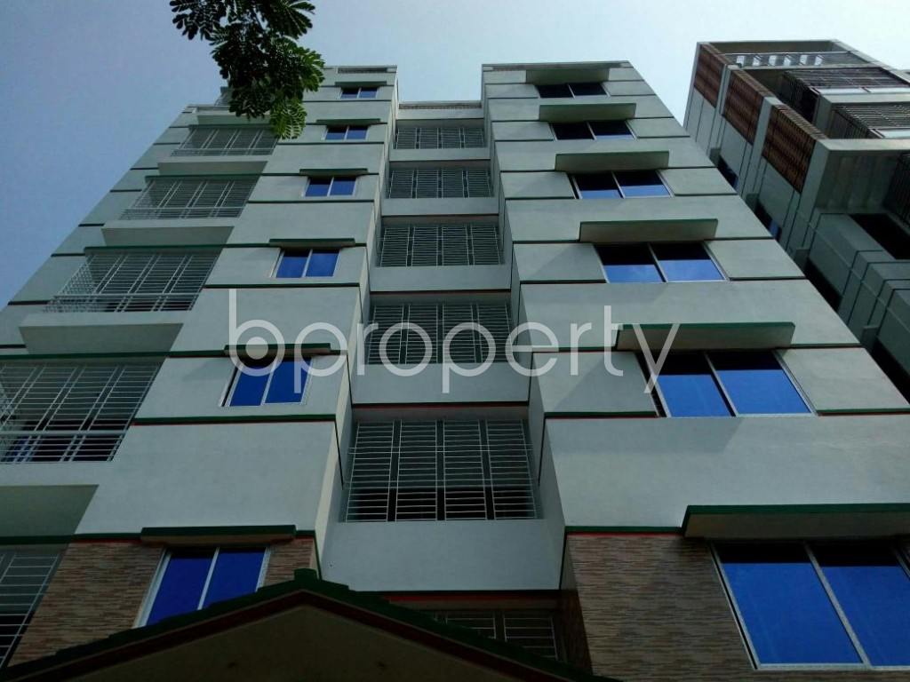 Front view - 5 Bed Apartment to Rent in Bashundhara R-A, Dhaka - 1895658
