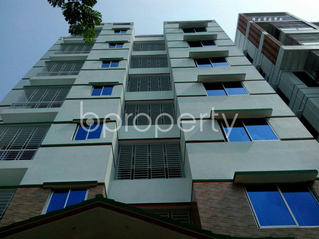 Front view - 6 Bed Apartment to Rent in Bashundhara R-A, Dhaka - 1895755