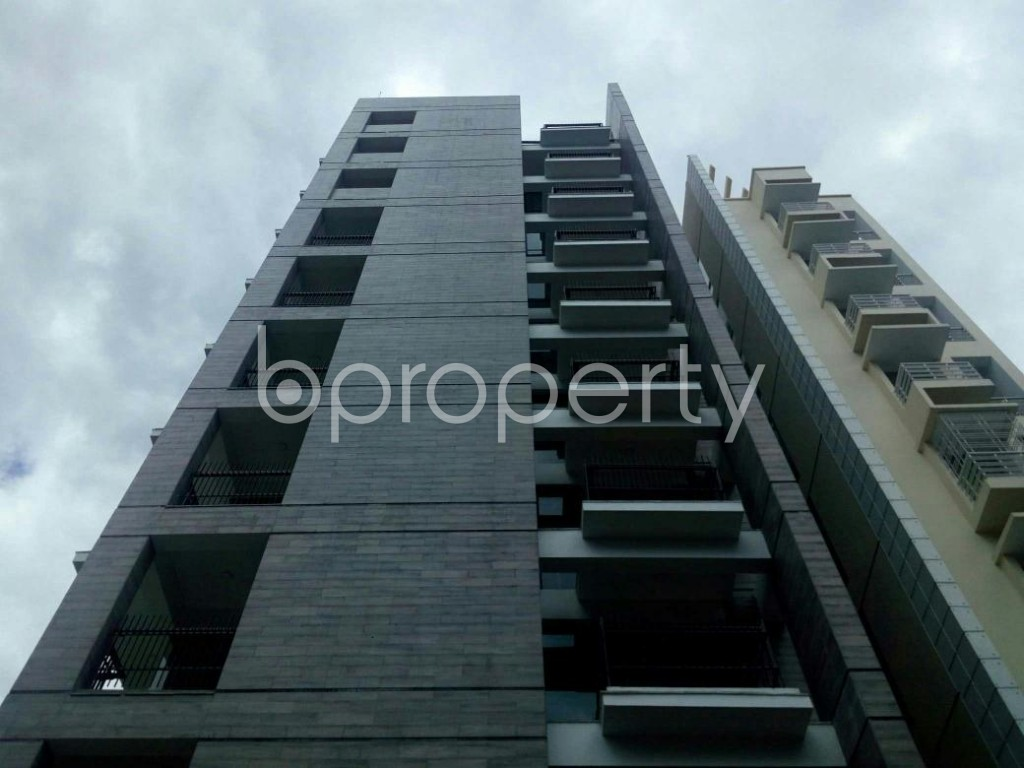 Front view - 3 Bed Apartment for Sale in Bashundhara R-A, Dhaka - 1900705