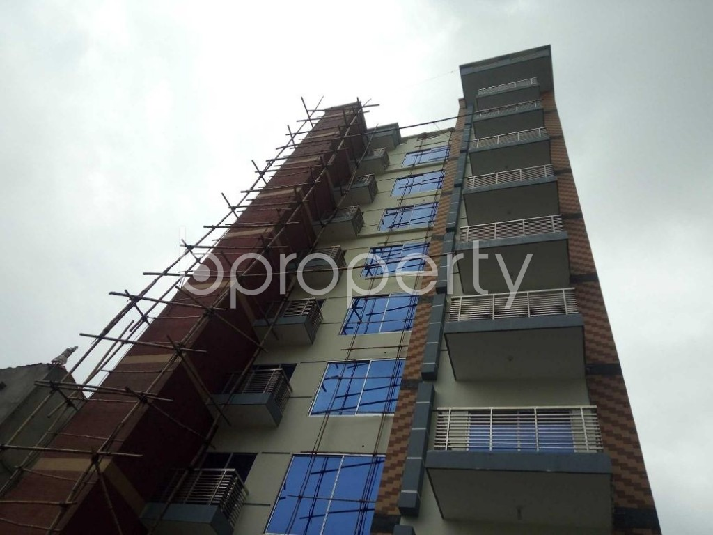 Front view - 5 Bed Apartment for Sale in Bashundhara R-A, Dhaka - 1901987