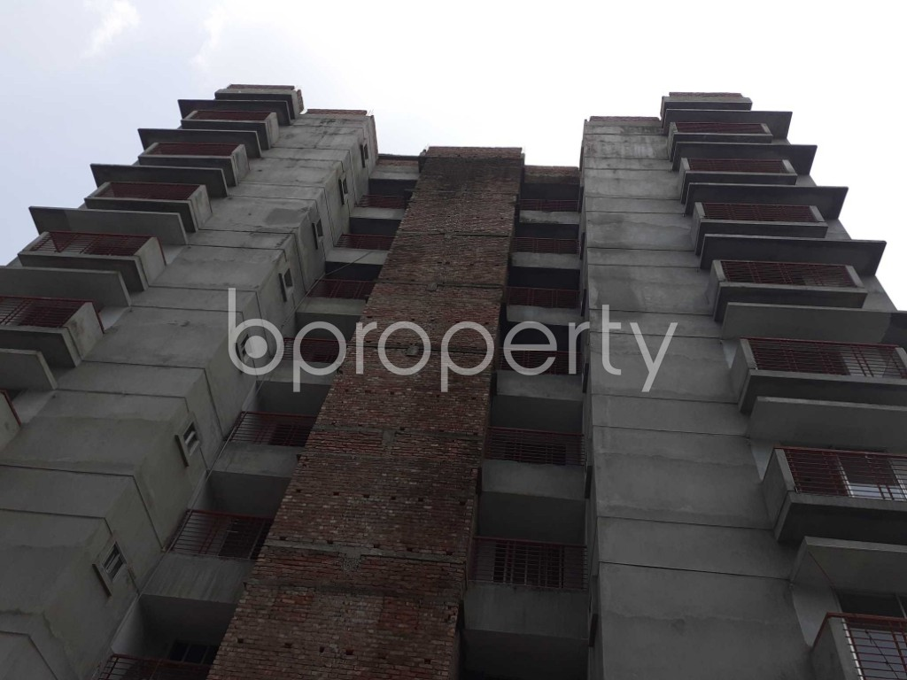 Front view - 3 Bed Apartment for Sale in Bashundhara R-A, Dhaka - 1905310