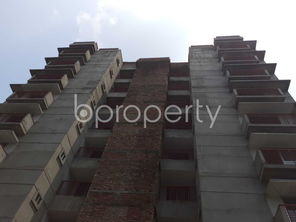 Front view - 3 Bed Apartment for Sale in Bashundhara R-A, Dhaka - 1905311