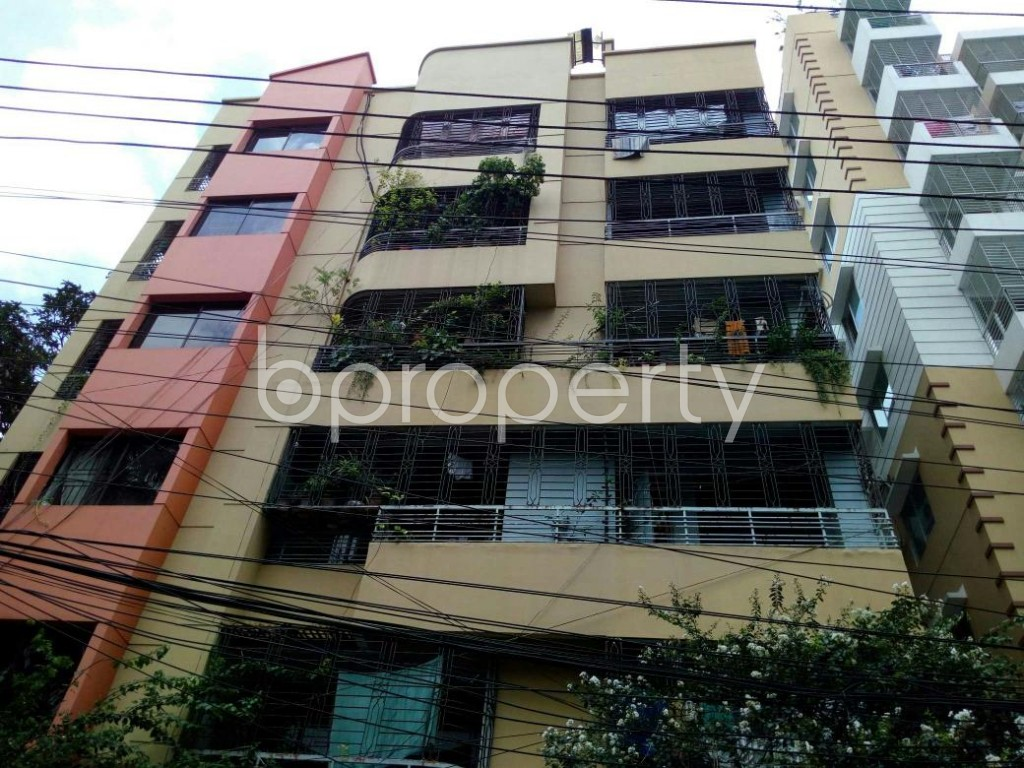 Front view - 5 Bed Apartment for Sale in Dhanmondi, Dhaka - 1910813