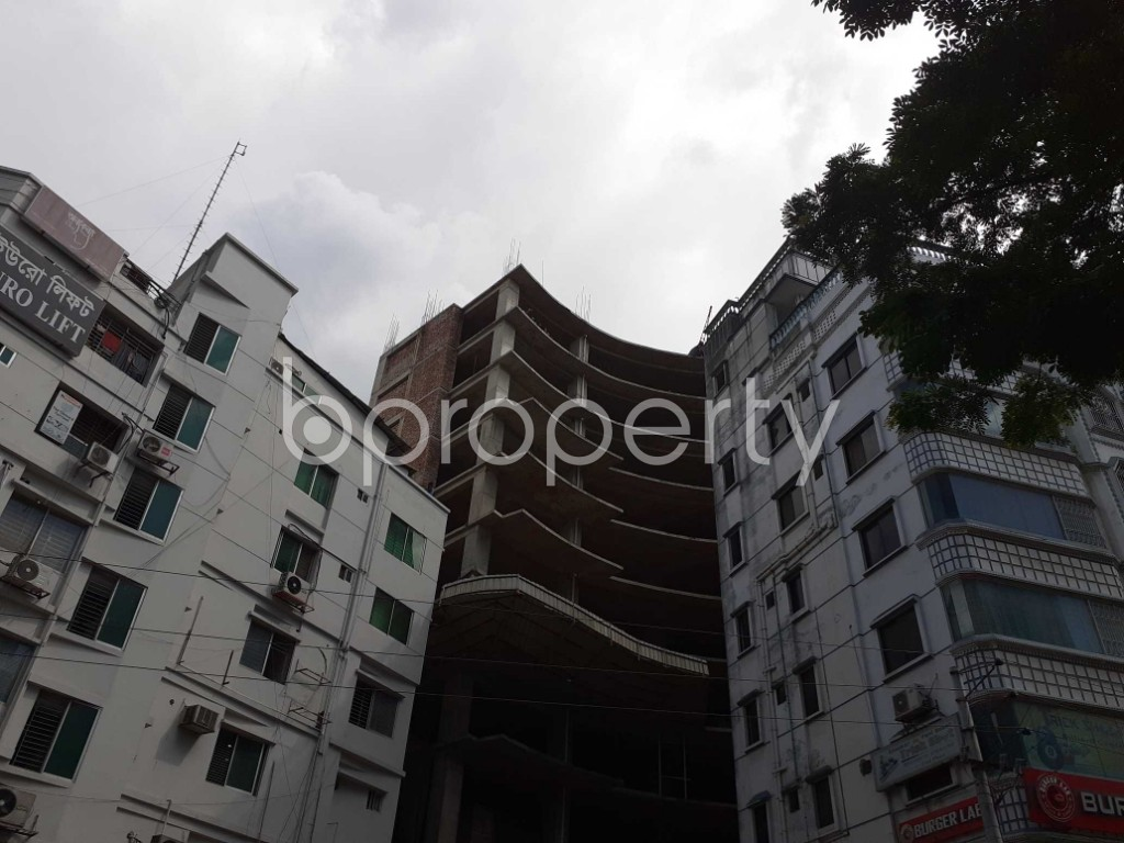 Front view - Floor for Sale in Bashundhara R-A, Dhaka - 1911969