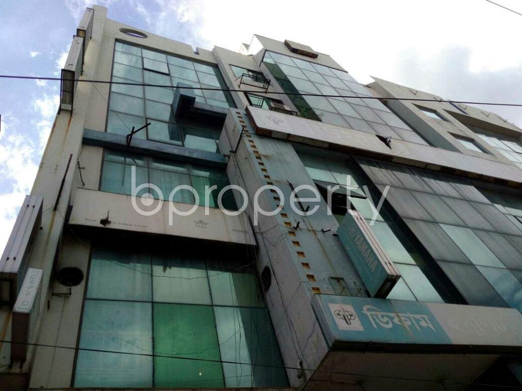 Outside view - Shop to Rent in Dhanmondi, Dhaka - 1912163