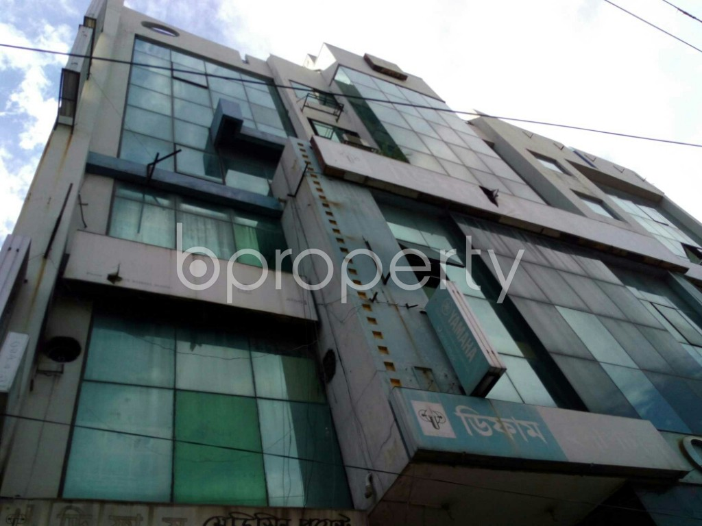 Outside view - Shop to Rent in Dhanmondi, Dhaka - 1912164