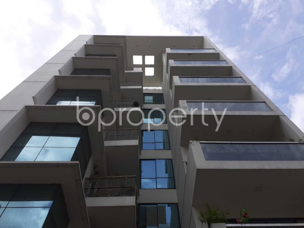 Front view - 3 Bed Apartment to Rent in Bashundhara R-A, Dhaka - 1912355