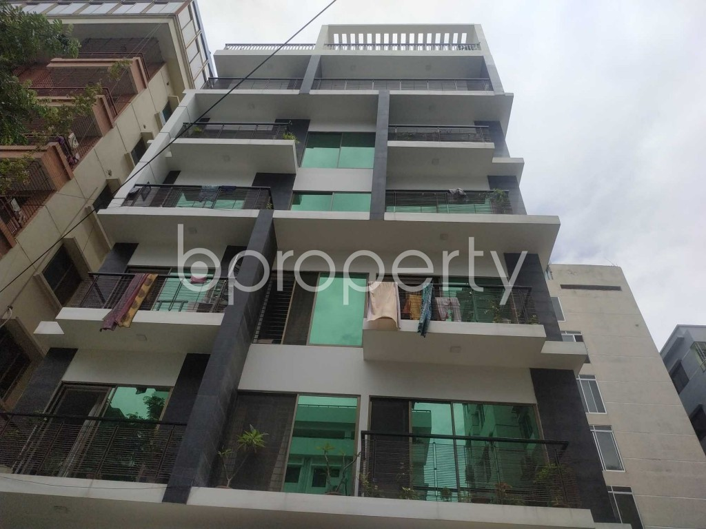 Front view - 3 Bed Apartment to Rent in Bashundhara R-A, Dhaka - 1912564