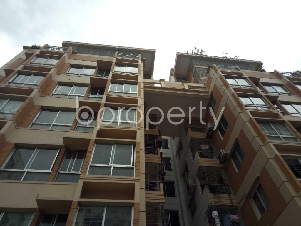 Front view - 5 Bed Apartment for Sale in Bashundhara R-A, Dhaka - 1919730