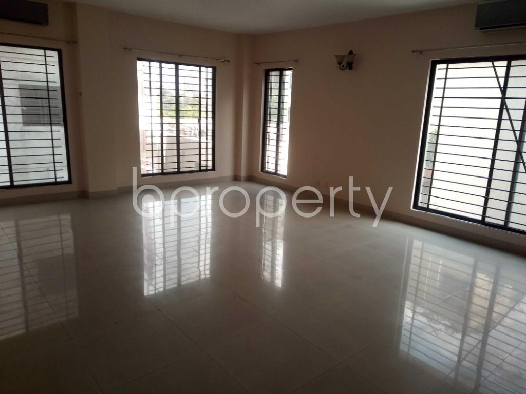 Empty Room - 4 Bed Apartment to Rent in Baridhara, Dhaka - 1919946