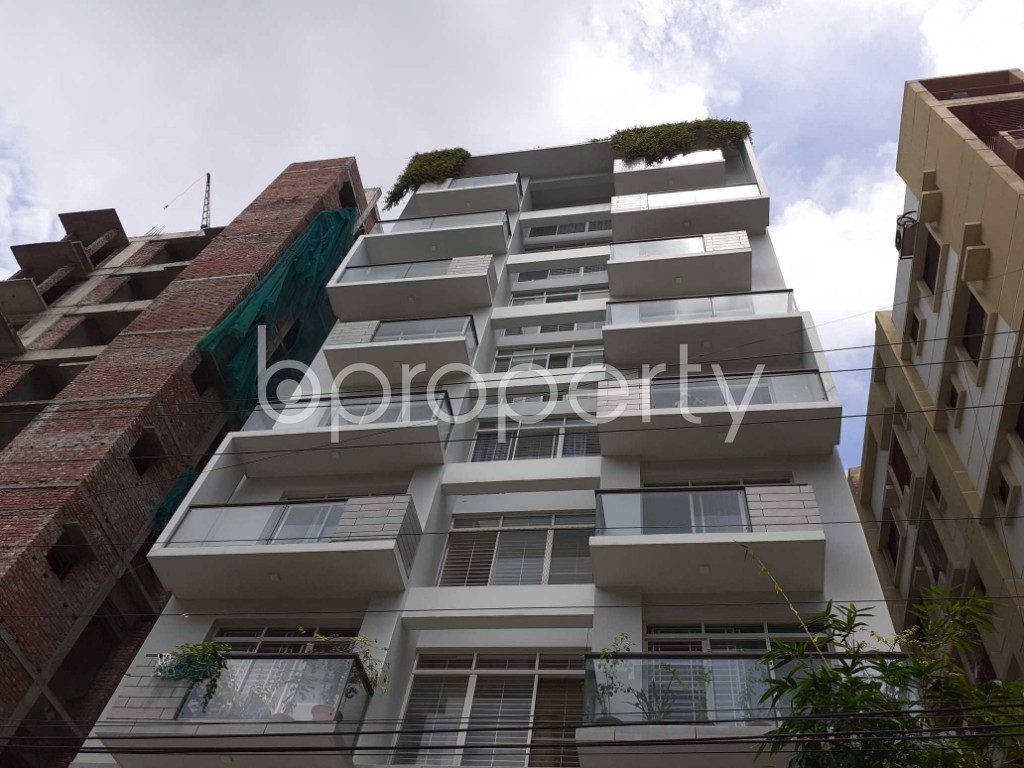 Front view - 3 Bed Apartment to Rent in Bashundhara R-A, Dhaka - 1920140
