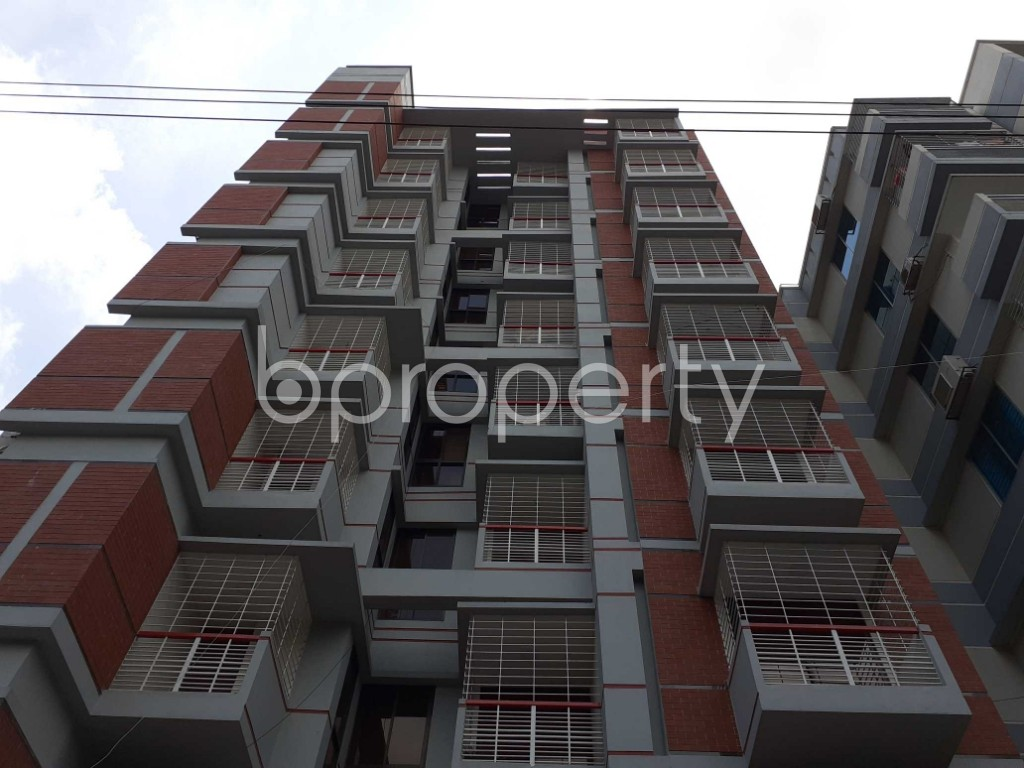 Front view - 3 Bed Apartment to Rent in Bashundhara R-A, Dhaka - 1920139