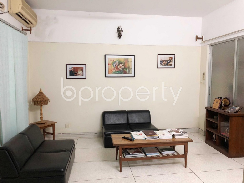 Empty Room - 3 Bed Apartment for Sale in Dhanmondi, Dhaka - 1918786