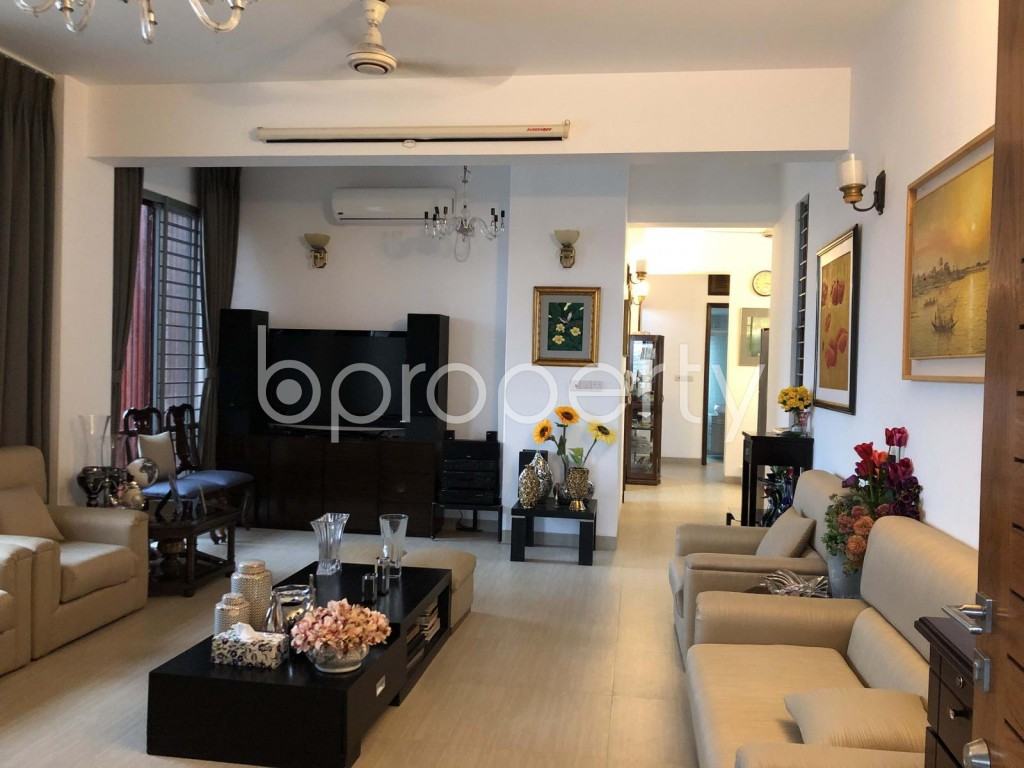 Empty Room - 3 Bed Apartment for Sale in Dhanmondi, Dhaka - 1901045