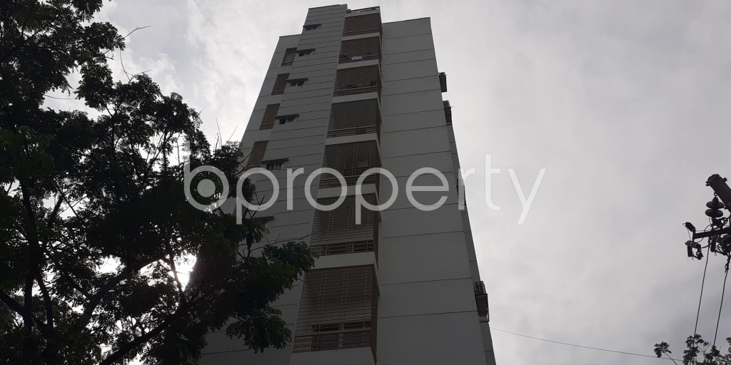 Front view - 3 Bed Apartment to Rent in Bashundhara R-A, Dhaka - 1931041