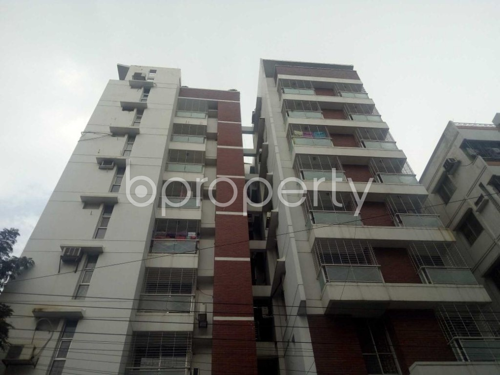 Front view - 3 Bed Apartment to Rent in Bashundhara R-A, Dhaka - 1931036