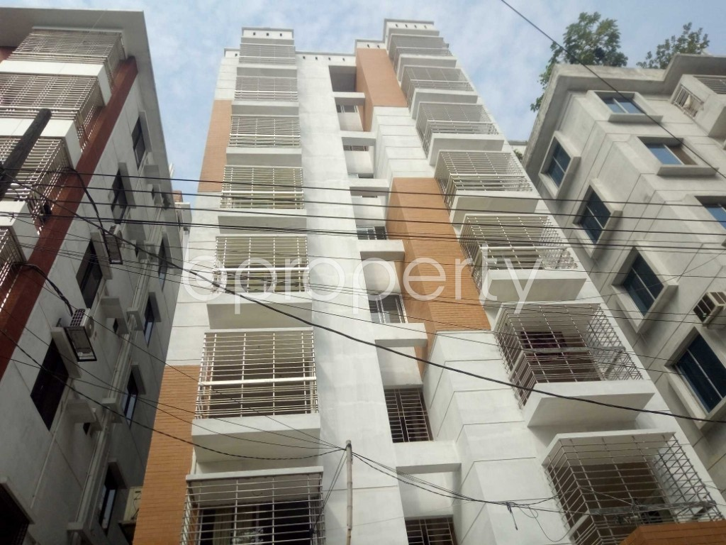 Front view - 3 Bed Apartment to Rent in Bashundhara R-A, Dhaka - 1956351
