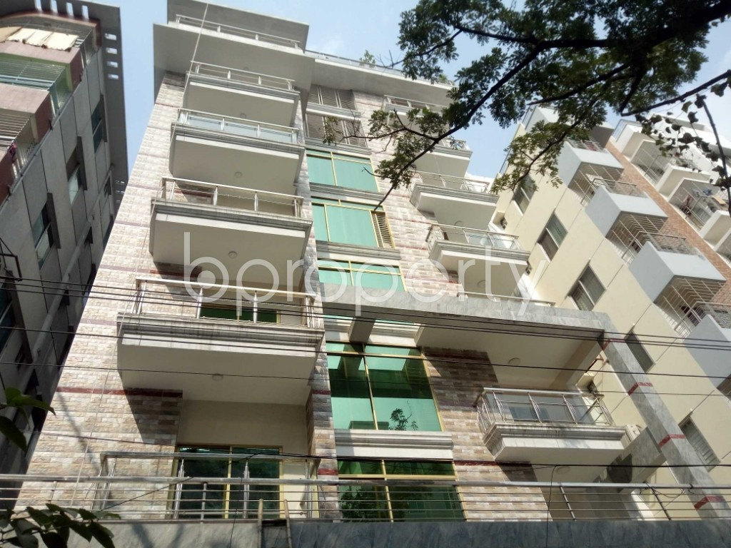Front view - 3 Bed Apartment to Rent in Bashundhara R-A, Dhaka - 1956876