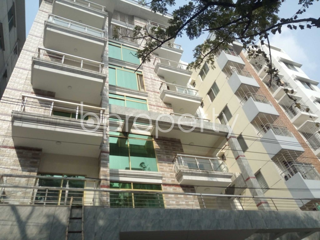Front view - 3 Bed Apartment to Rent in Bashundhara R-A, Dhaka - 1956877