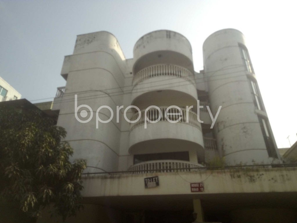 Outside view - 3 Bed Apartment to Rent in Baridhara, Dhaka - 1970998