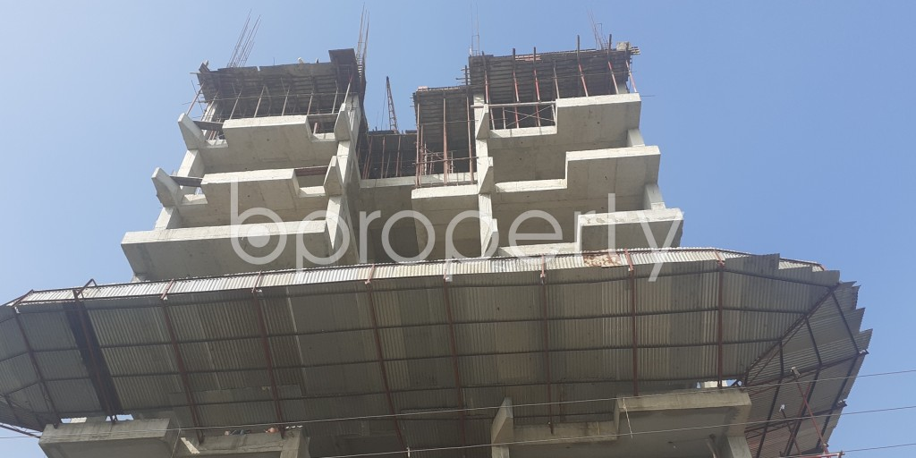 Front view - 6 Bed Apartment for Sale in Bashundhara R-A, Dhaka - 1975747