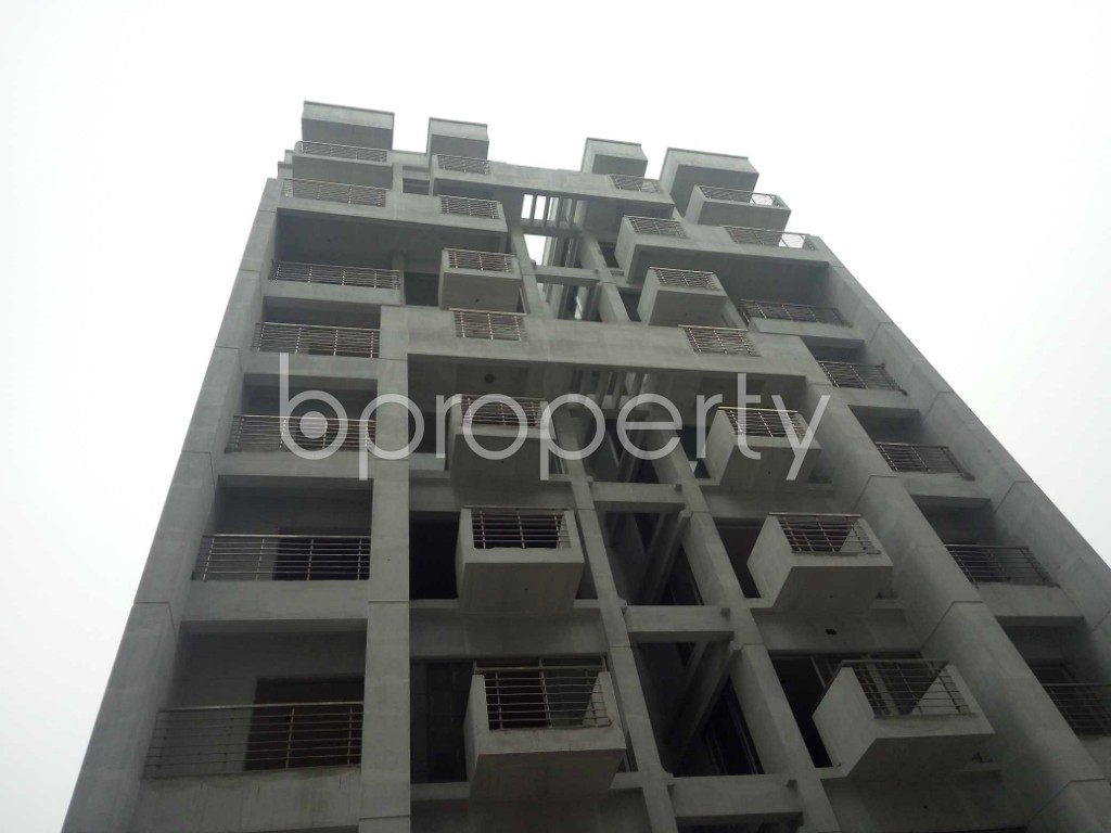 Front view - 3 Bed Apartment for Sale in Bashundhara R-A, Dhaka - 1977134