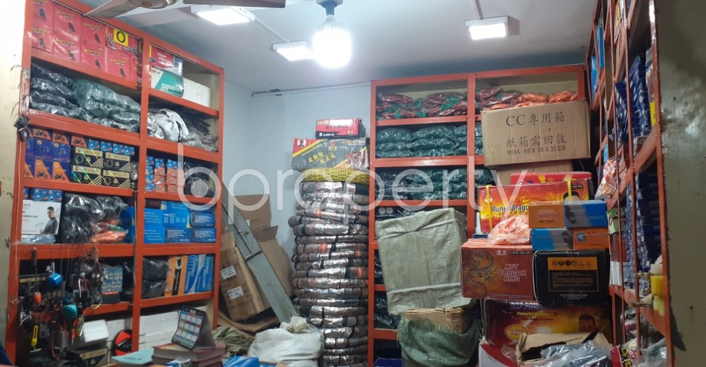 Commercial inside - Shop to Rent in Bangshal, Dhaka - 1995102